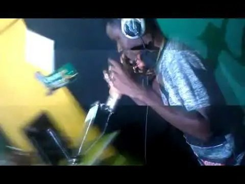 Everleer Freestyle At Okese Fm (Video)