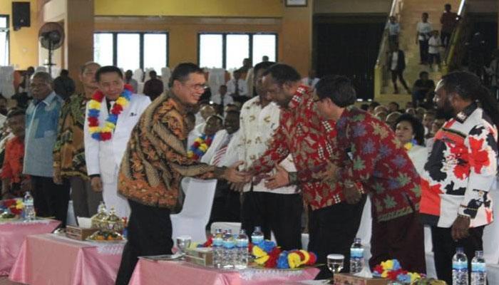 Menteri Agama Lukman Hakim Saifuddin saat menghadiri perayaan HUT ke-70 Gereja Pantekosta di Indonesia (GPdI) Tanah Papua di Auditorium Universitas Cenderawasih, Minggu (30/9/2018). (FOTO: Dok. Kemenag)