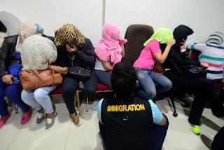kepala kantor imigrasi kota Bogor Herman Lukaman tim pengawasan warga negara asing kantor imigrasi ini menggerebek sejumlah villa di puncak cilember Cisarua Bogor