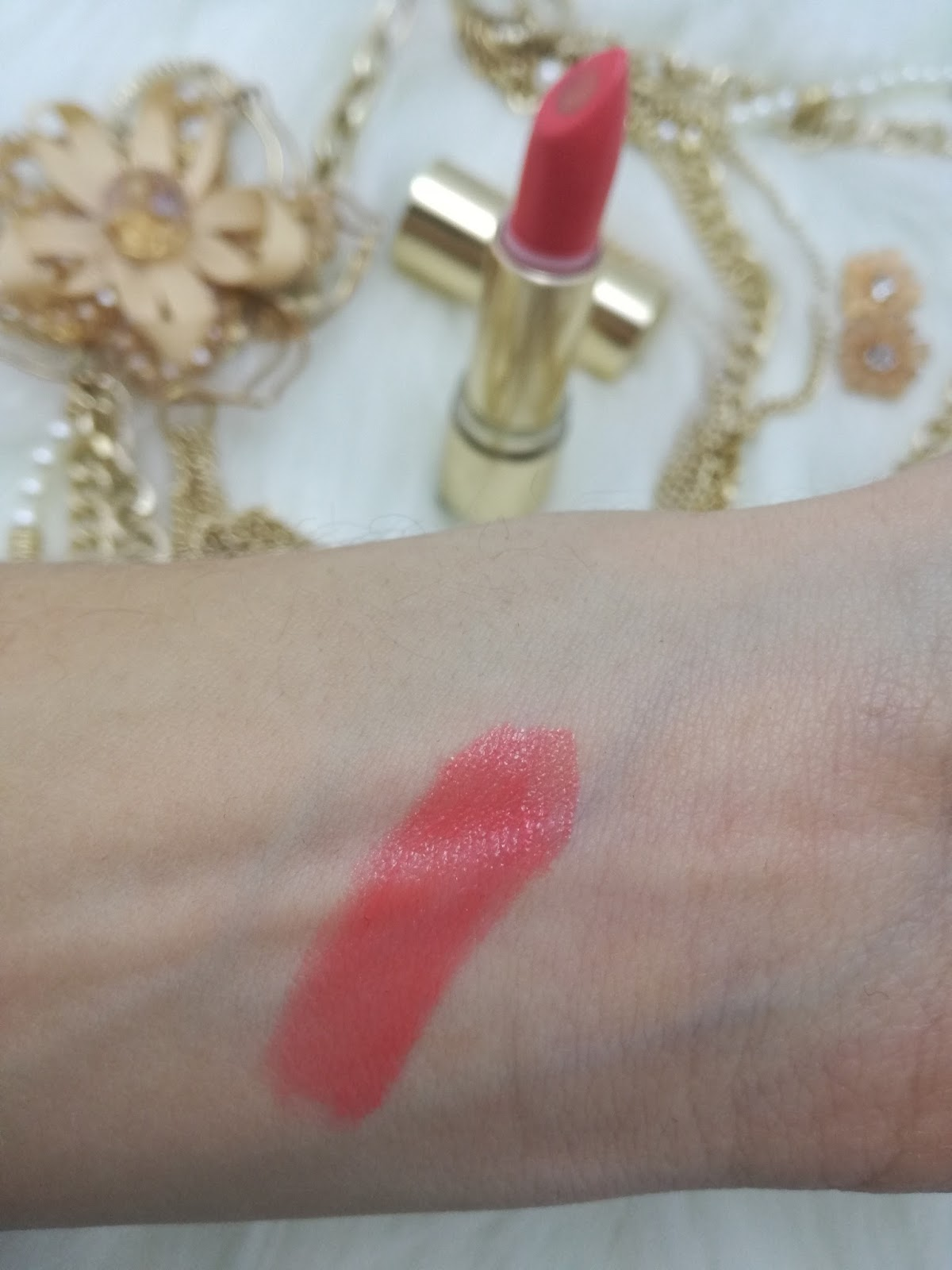 catrice-pulse-of-purism-limited-edition-pure-hibiscocoon-lipstick