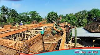 Anggota Koramil 05/Mayong Ikut Kerja Bakti Pembangunan Musholla