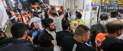 Tömegszerencsétlenség a Meron hegyen: 44 halott, 150 sebesült • Egymást taposta a Lág Báomert ünneplő ultraorthodox sokaság • A forró, fülledt éjszakában a zsúfoltság miatt sokan lettek rosszul, de nem volt kiút