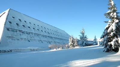 hotel-prekriven-snegom-jeftino-zimovanje-u-srbiji