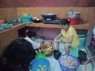 Salurkan Bantuan Lewat Dapur Umum, TIM DV PEDULI Bantu Masyarakat Terdampak Covid - 19