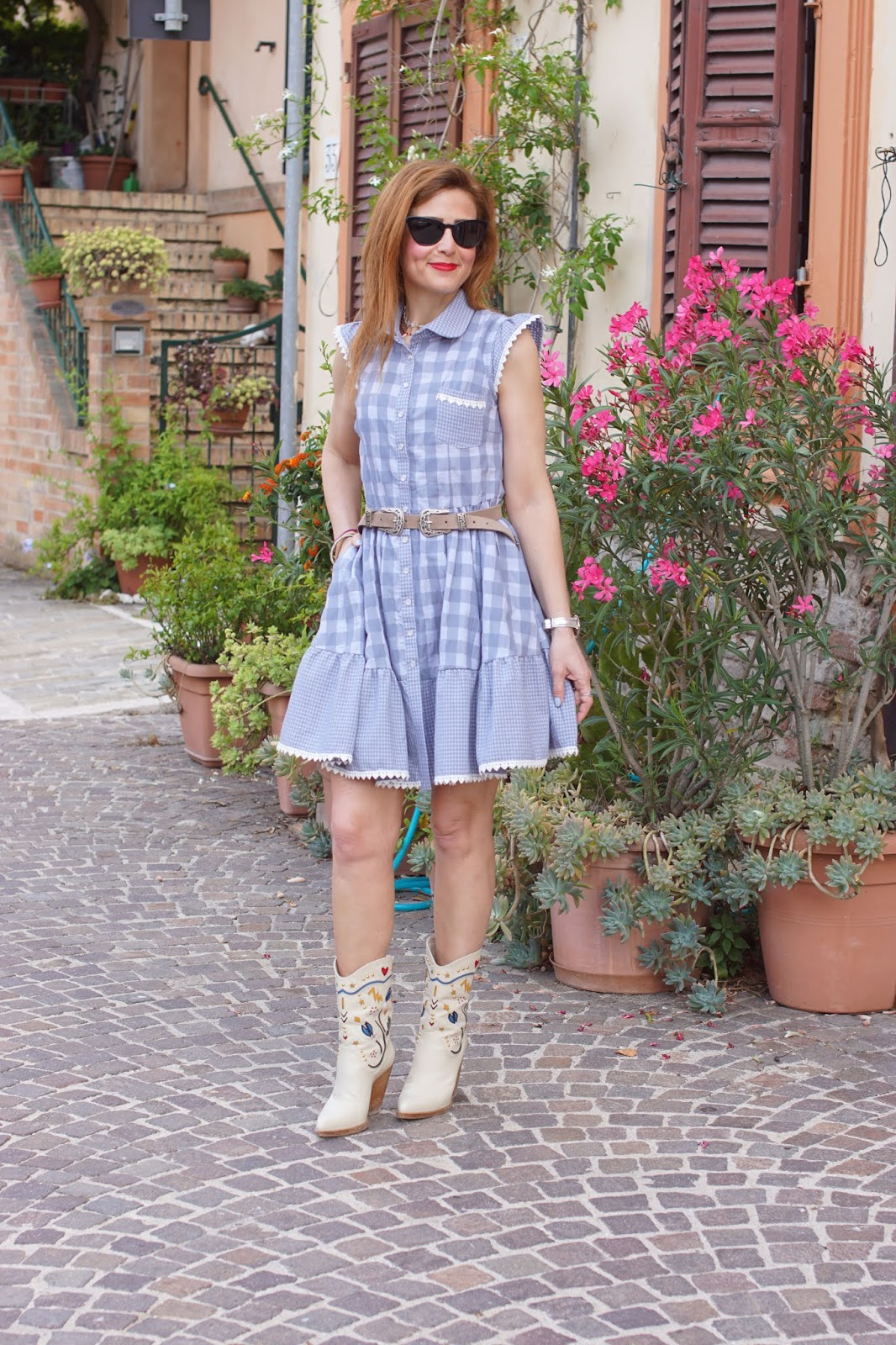 Country summer dress: gingham on Fashion and Cookies fashion blog, fashion blogger style