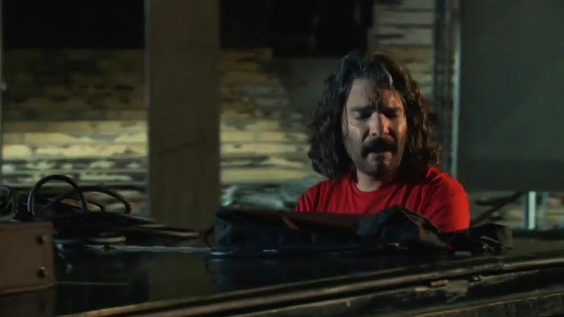 Santiago Feliú - ¨Marionetas de Cupido¨ - Videoclip - Dirección: Lester Hamlet. Portal Del Vídeo Clip Cubano - 09