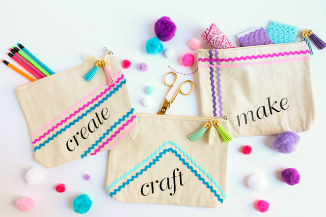 The sweetest ways to store your craft supplies with these rickrack decorated canvas craft bags! #rickrack #craftsupplies #craftroom