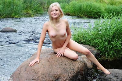 AmourAngels Lesia Nude Honey Picture Set