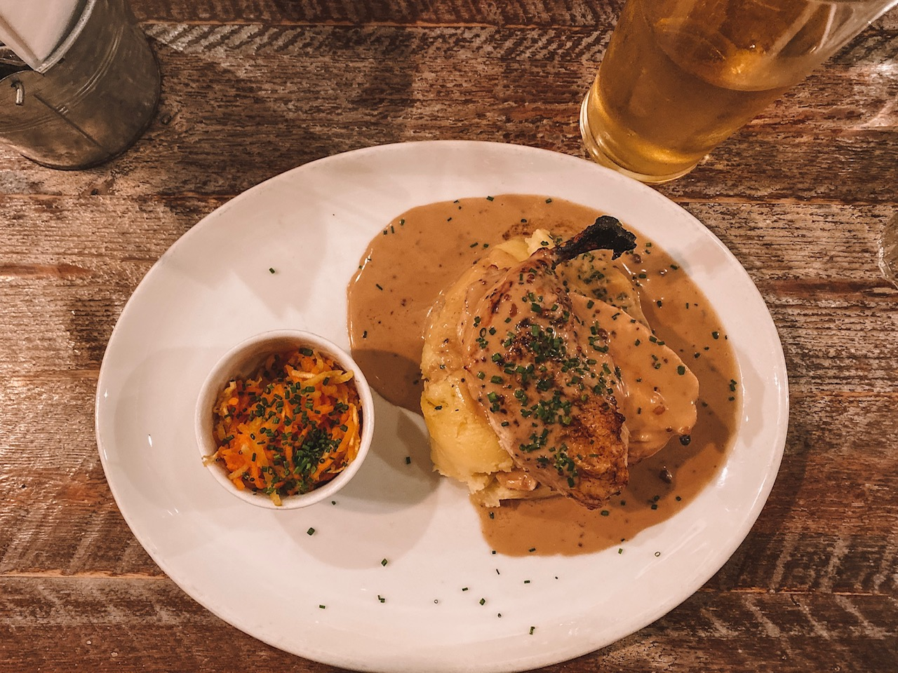Travel blogger Amanda Martin eats at Makar's Mash in Edinburgh
