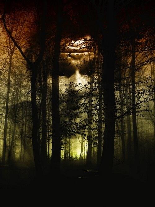 Floresta, face desumana, representação da destruição. #PraCegoVer