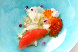 Gebeizter Kabeljau, Pink Grapefruit, Lachskaviar, Basilikumöl | Arthurs Tochter Kocht by Astrid Paul