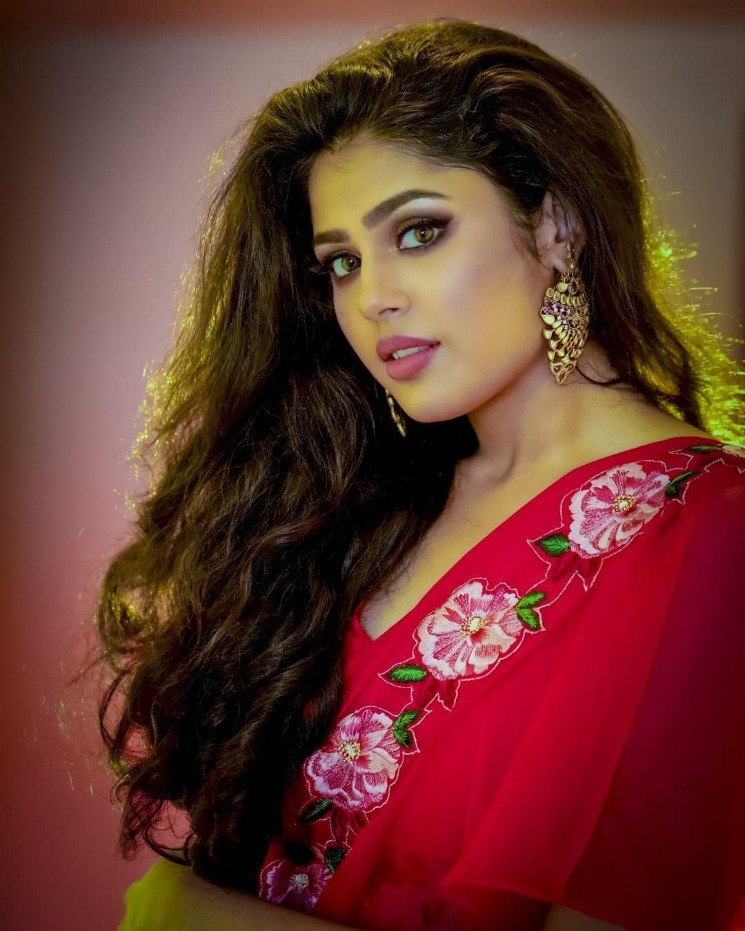 Faria Abdullah hot close up face photo