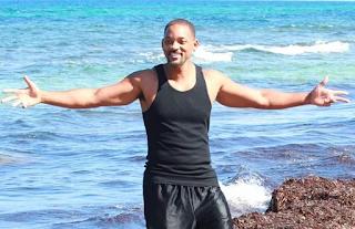 Ο Will Smith καθάρισε παραλίες στους Αντίπαξους