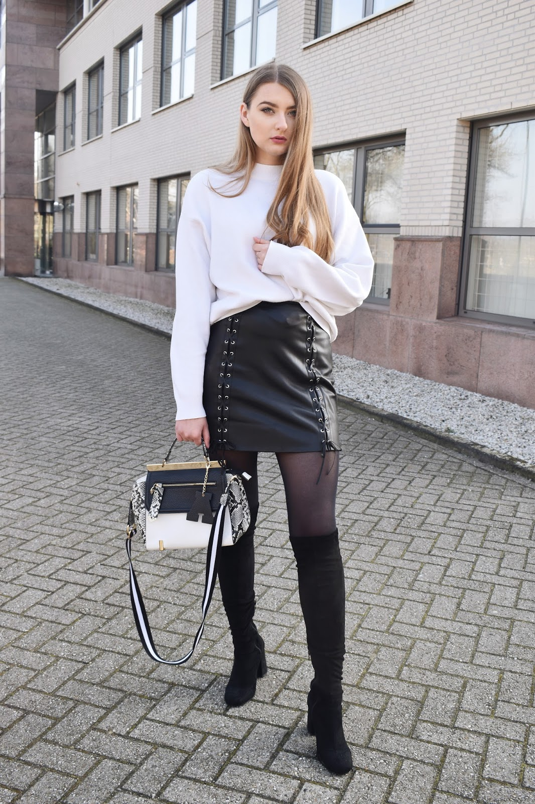 HOW TO WEAR LEATHER SKIRT
