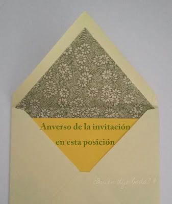 Forma de introducir la invitación de boda en su sobre