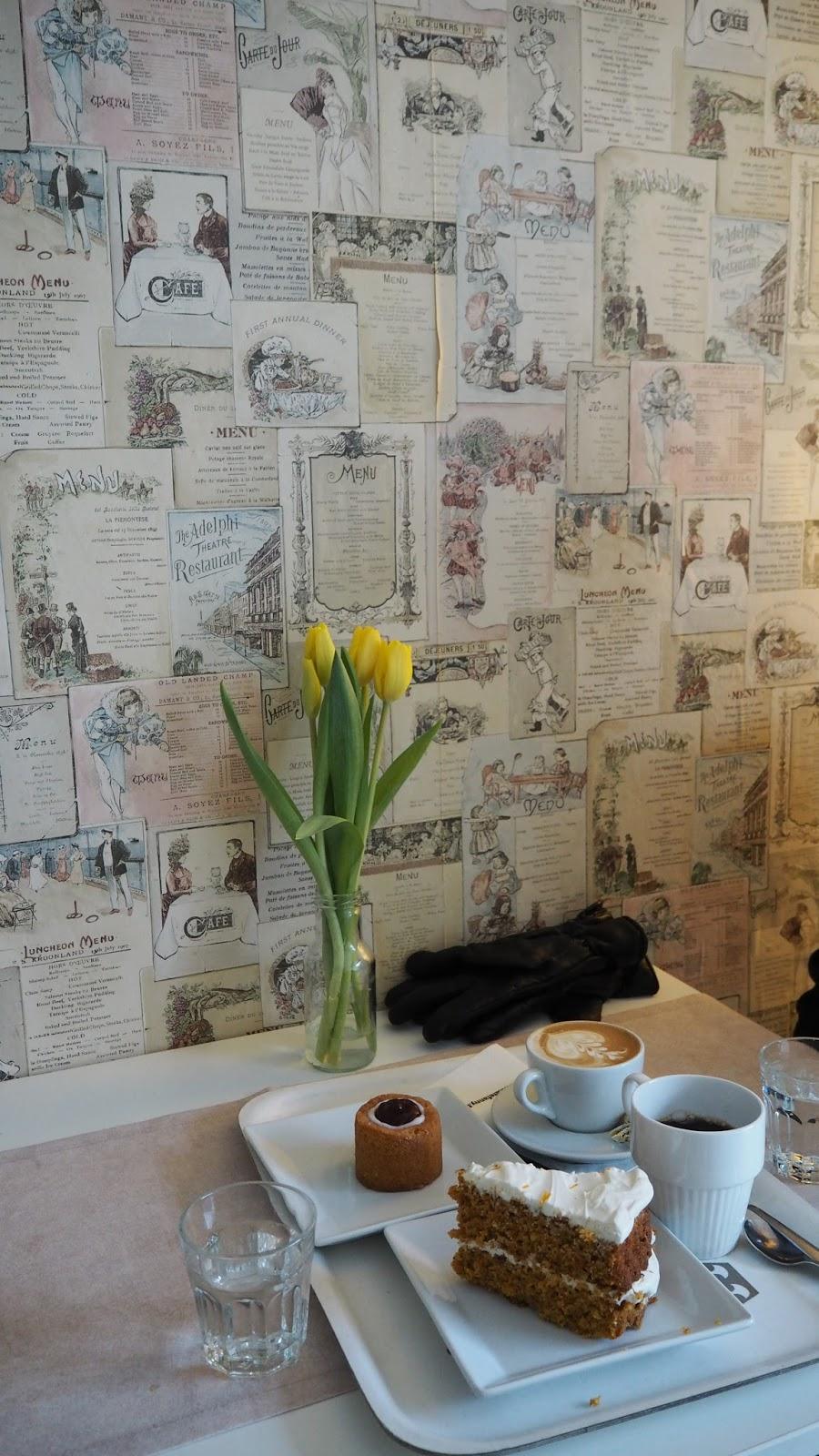 kahvilan tapeetti seinä