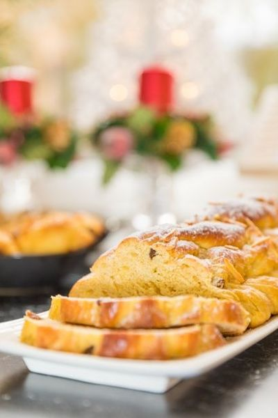 Pan dulce trenzado para navidad y año nuevo.