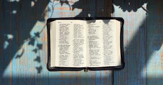 Editoras de livros pedem ao presidente Trump que não tribute Bíblias fabricadas na China