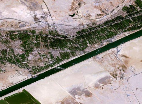 Un satellite di osservazione della Terra Pleiades, costruito da Airbus, ha catturato questa vista della nave container Ever Given bloccata nel canale di Suez il 25 marzo 2021.
