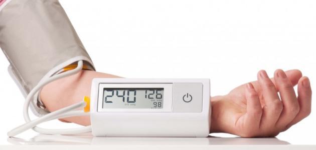 أعراض ارتفاع ضغط الدم أبرزها الصداع وضيق التنفس