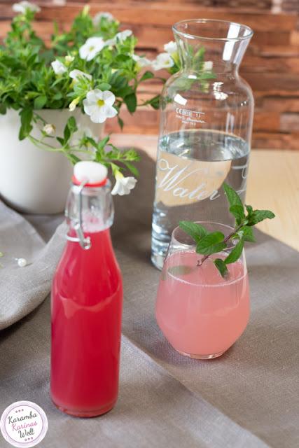 Rezept für Rhabarber Sirup aus Abfällen - no Foodwaste!