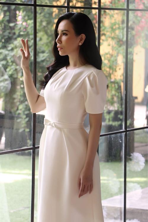 Những mẫu váy dự tiệc đơn sắc đẹp lộng lẫy
