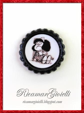 Bracciale, ciondolo, portachiavi e calamita con Mafalda realizzati con i tappi di bottiglia