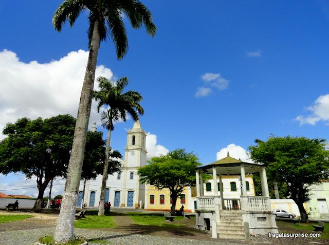 Coreto e Igreja na Praça da Matriz em São Cristóvão, Sergipe