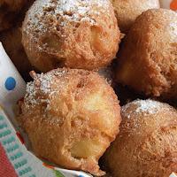 http://www.bakingsecrets.lt/2014/12/obuoliu-spurgutes-apple-fritters.html
