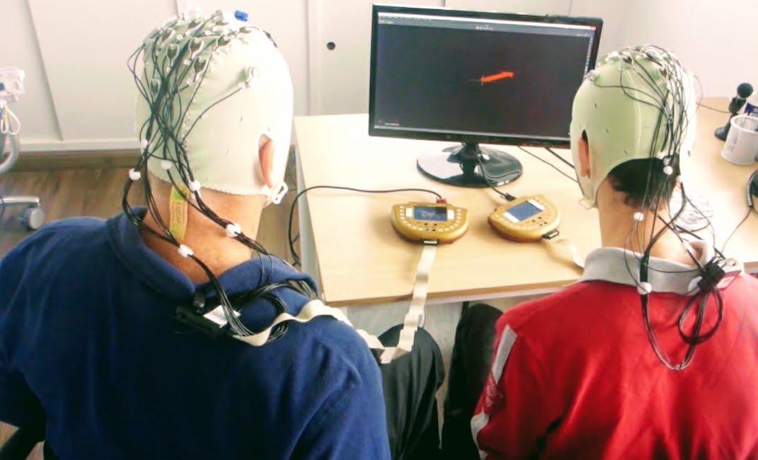 Neuroscienze: prima connessione di cervelli di tre persone.