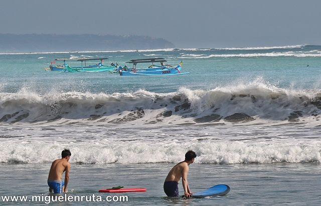 Pantai-Kuta-surf-principiantes