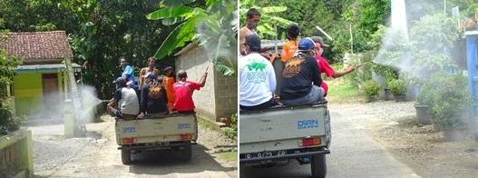 Pemuda Wanatawang Semprot Disinfektan dan Bag-bagi Masker Gratis Keliling Desa