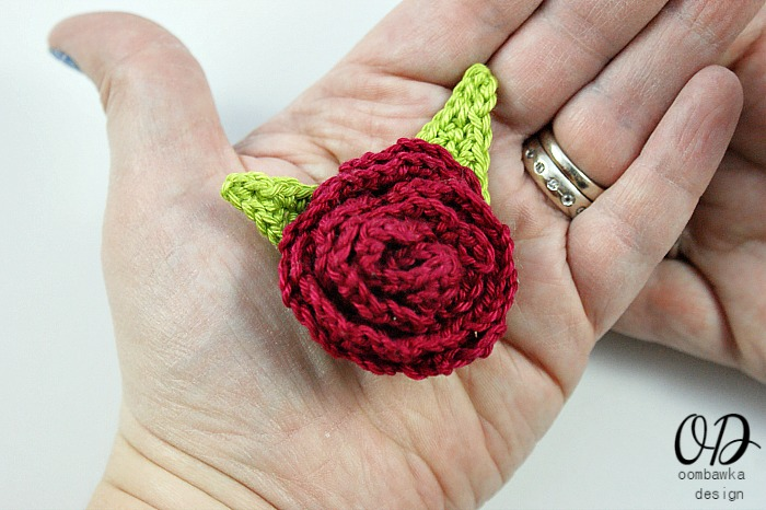 Free Crochet Pattern For Cabbage Rose : Fiber Flux: Crochet Roses! 16 Free Crochet Patterns...