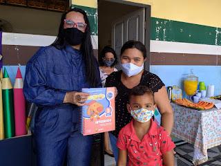 Prefeitura faz entrega simbólica de livros didáticos aos alunos da educação infantil