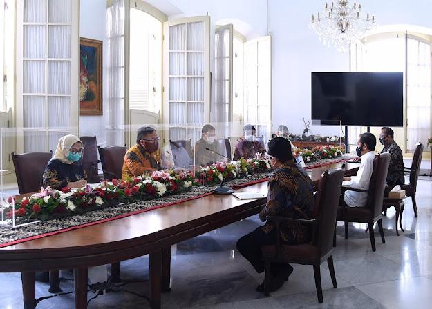 Presiden Jokowi Terima Tim Vaksin Merah Putih di Istana Bogor