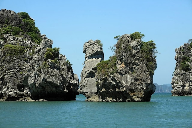 HA LONG BAY - Natural Stone Wonder is Built Between Heaven 2