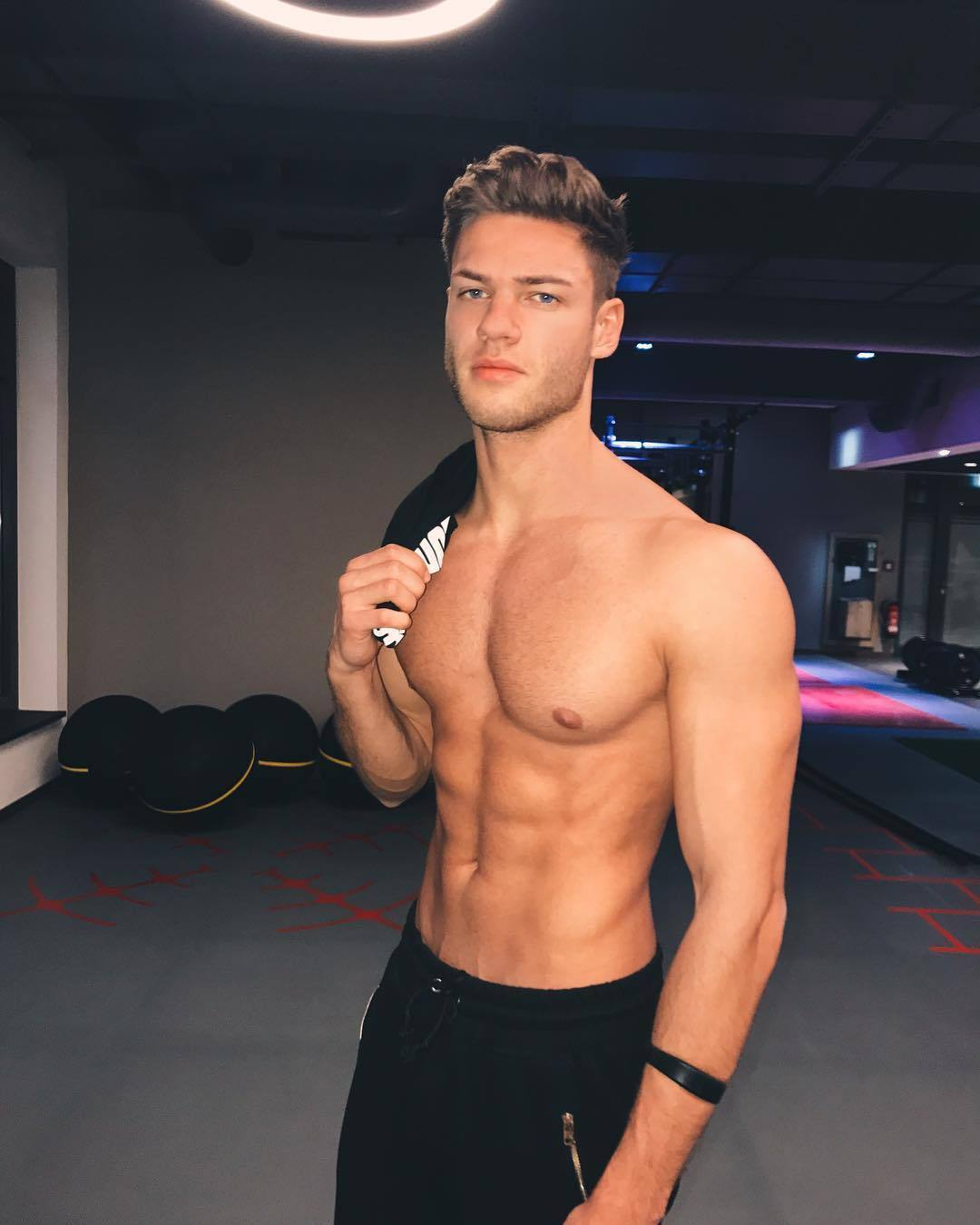 handsome-fit-shirtless-male-models