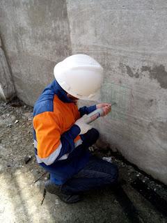 Kita tentu sering menemukan ada banyak bangunan dengan konstruksi dari beton bertulang Uji Kekuatan Beton dengan Hammer Test