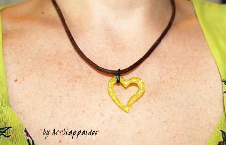 collana a forma di cuore in colouraplast