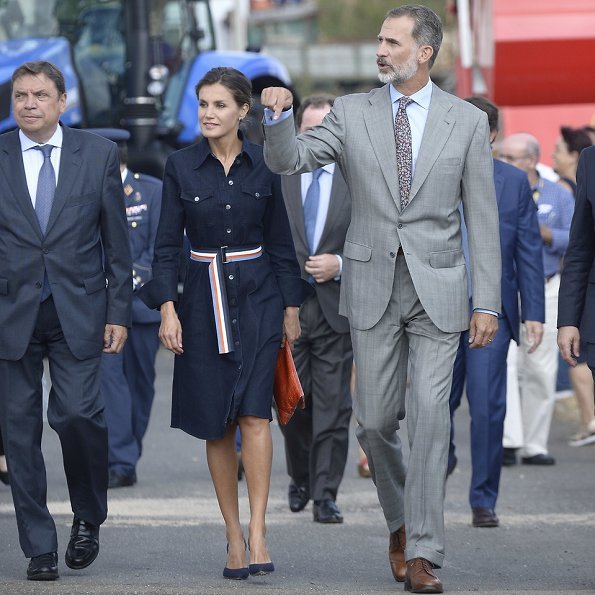 Queen Letizia wore HUGO BOSS Caddli Stretch Denim Dress, Carolina Herrera pumps, Angel Schlesser Clutch Bag