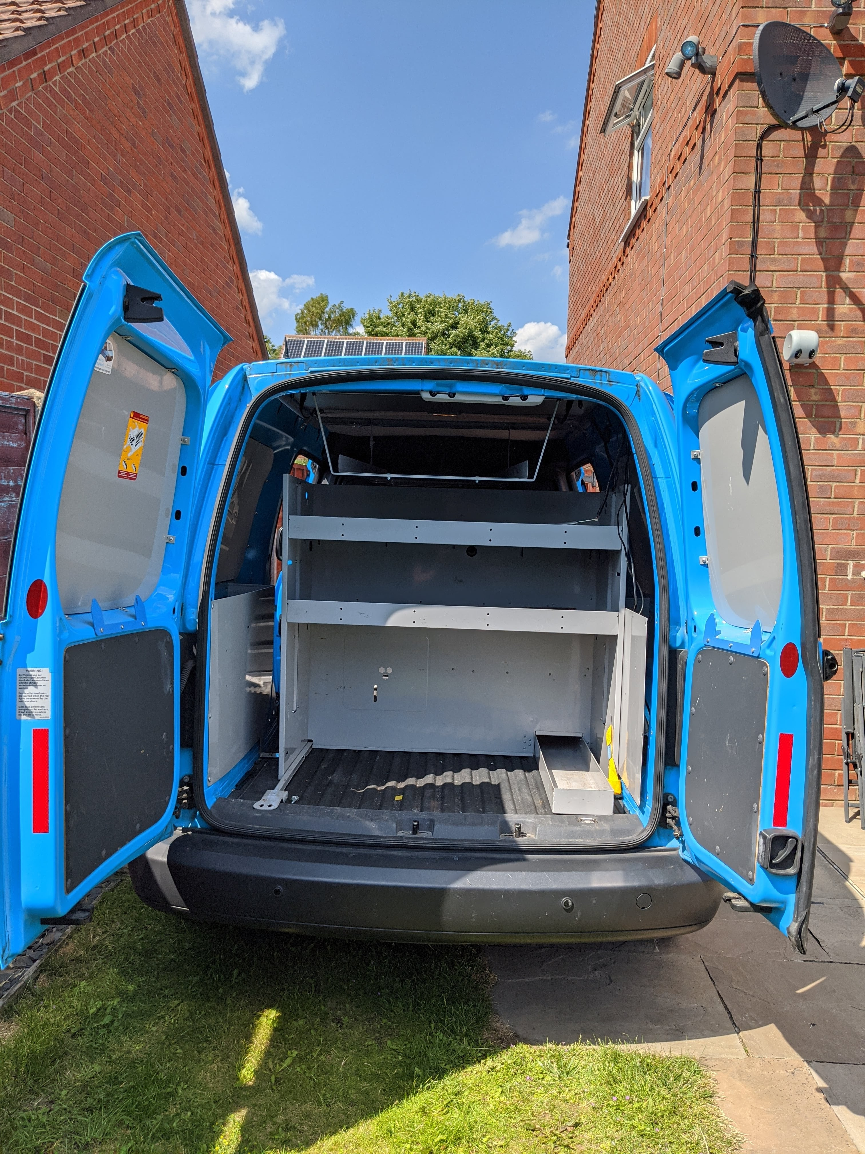 Stripping out a VW Caddy Maxi to convert into a Caddy Camper