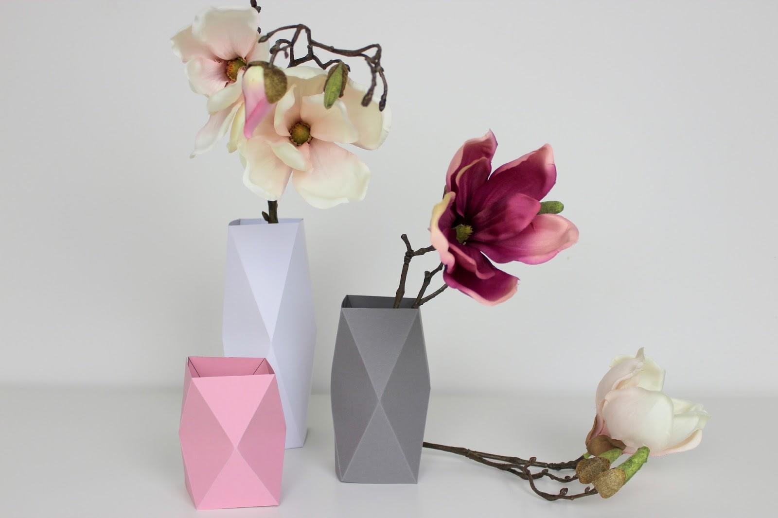 Geniale Dekoration aus Papier: DIY Origami Vasen in weniger als 5 Minuten selber machen {mit gratis Schnittmuster}