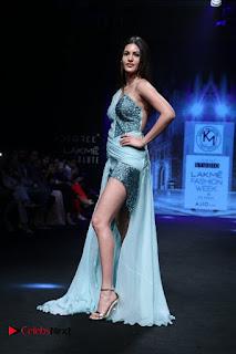 Actress Amyra Dastur Walk On Ramp for Designer Karn Malra at LFW Summer 2017  0012.jpg
