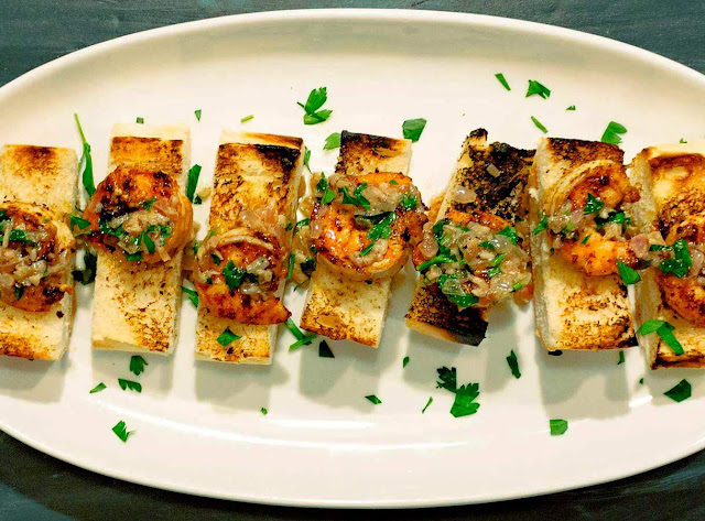 Spicy Shrimp Toast With Garlic Butter and Lemon - 5