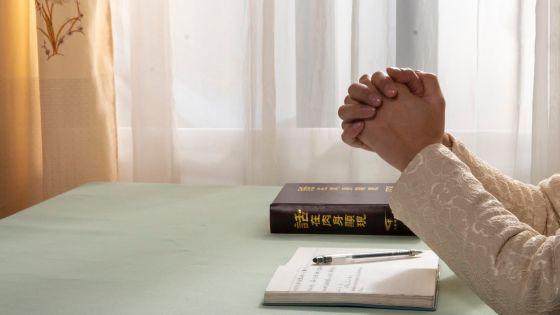 תפילה ,כנסיית האל הכול יכול, ברק ממזרח