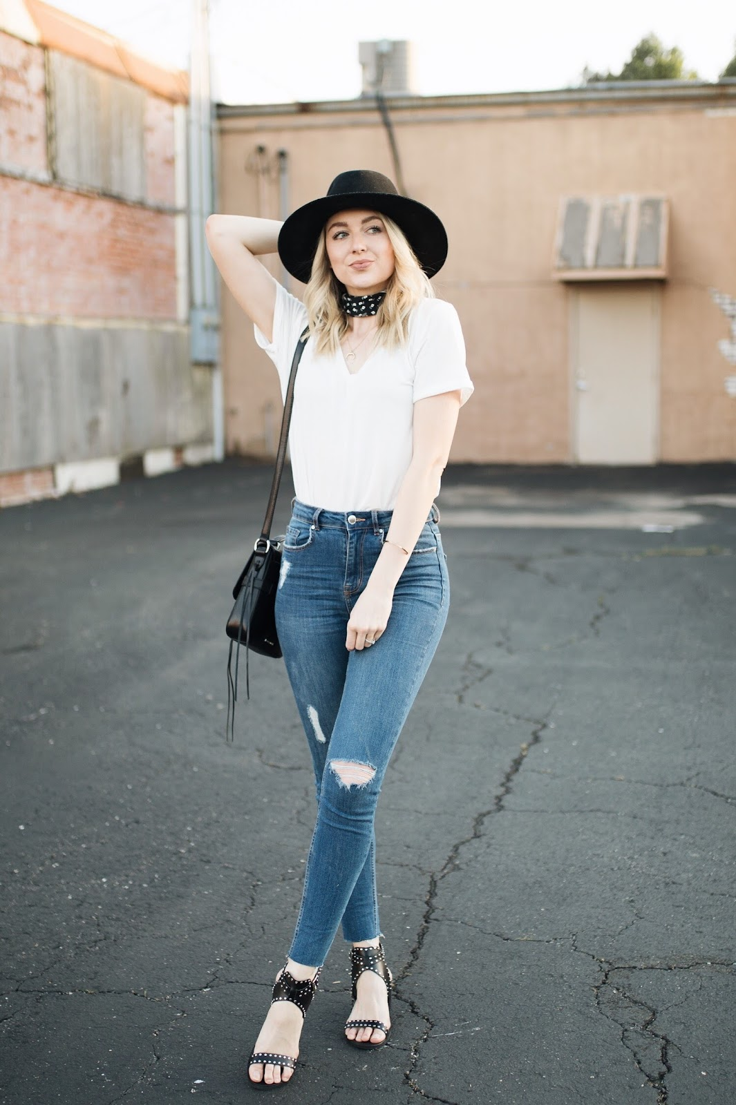 cute way to style a white t-shirt + jeans