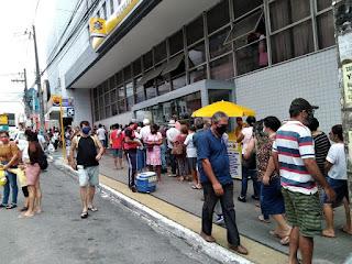 Campina registra filas e aglomerações nas portas de bancos