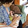 Hati-hati, Ibu Menyusui Sambil Main HP Bisa Merusak DNA Bayi - Kabar Sehat