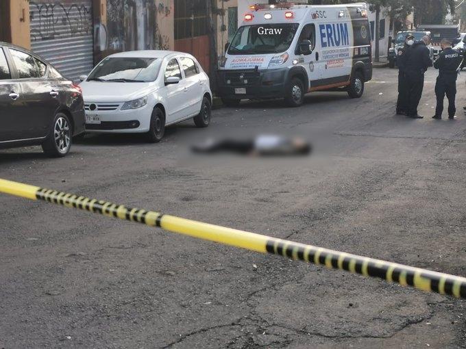 Esta mañana a rateros se les ocurrió asaltar a un Policía en la Alcaldía Álvaro Obregón y uno de ellos termino con los ojitos cerrados para siempre