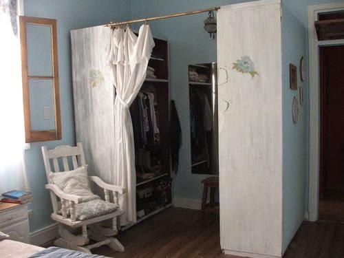 viejo armario restaurado con la tecnica decoupage
